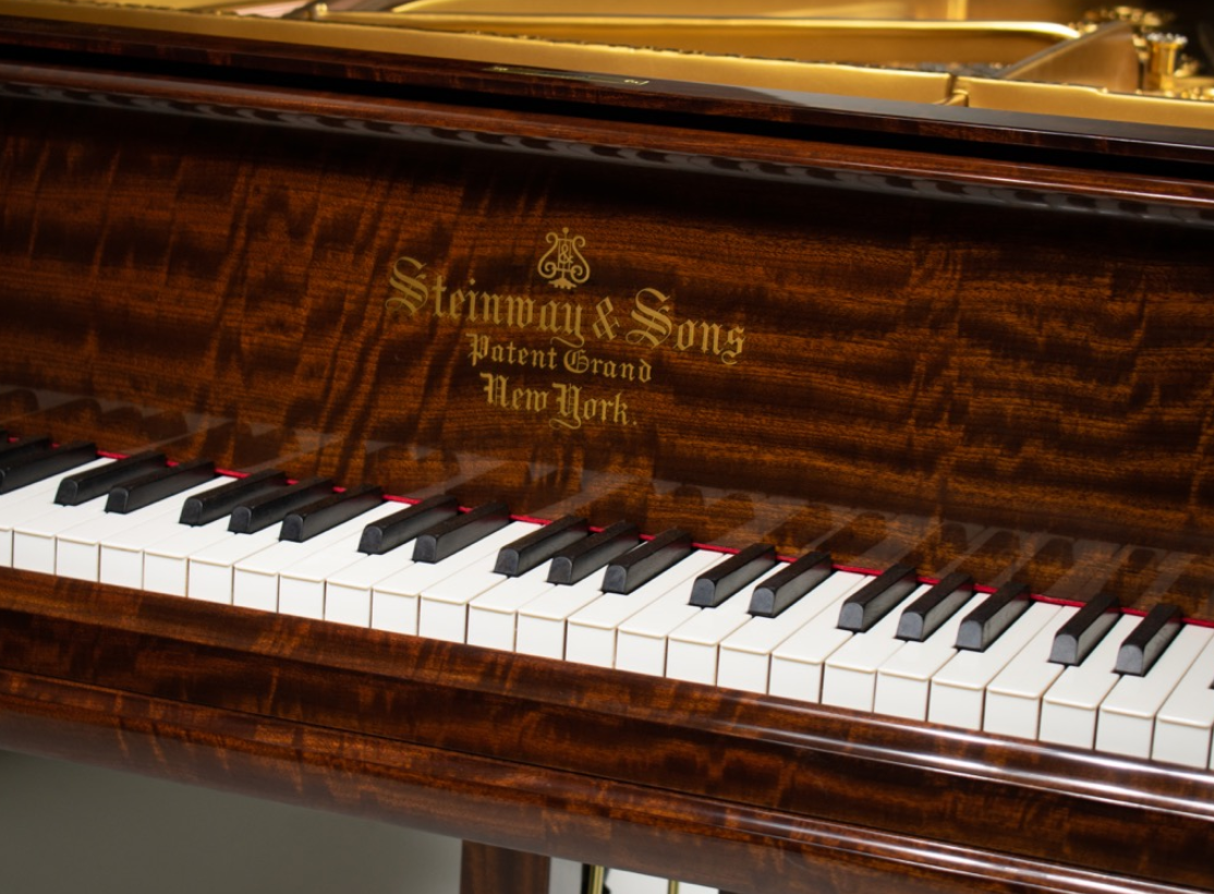 piano front view of keys